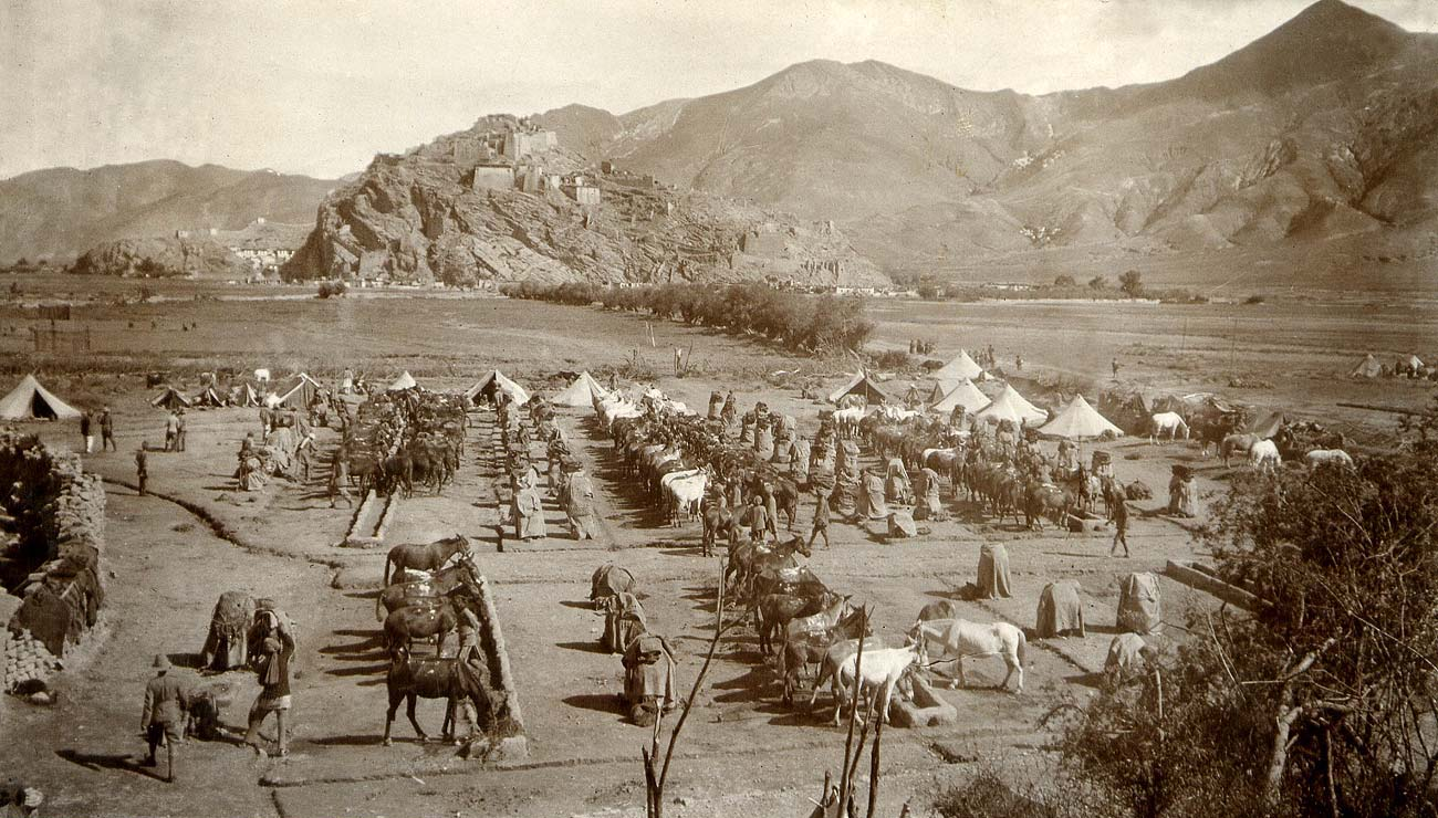 Younghusband's expedition stationed at Gyantse Jong, 1904