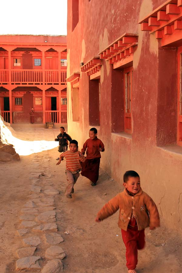Street games in Lo Manthang, walled capital of Mustang